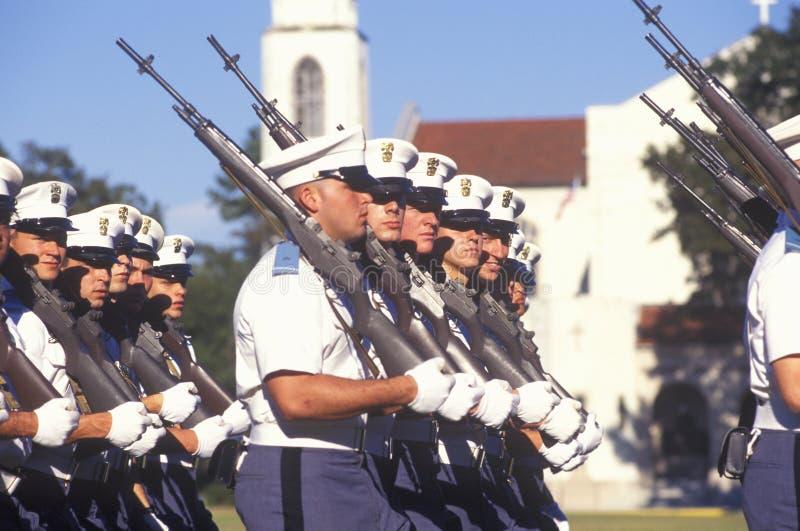 Jeunes cadets marchant, l'université militaire de citadelle, Charleston, la Caroline du Sud photo libre de droits