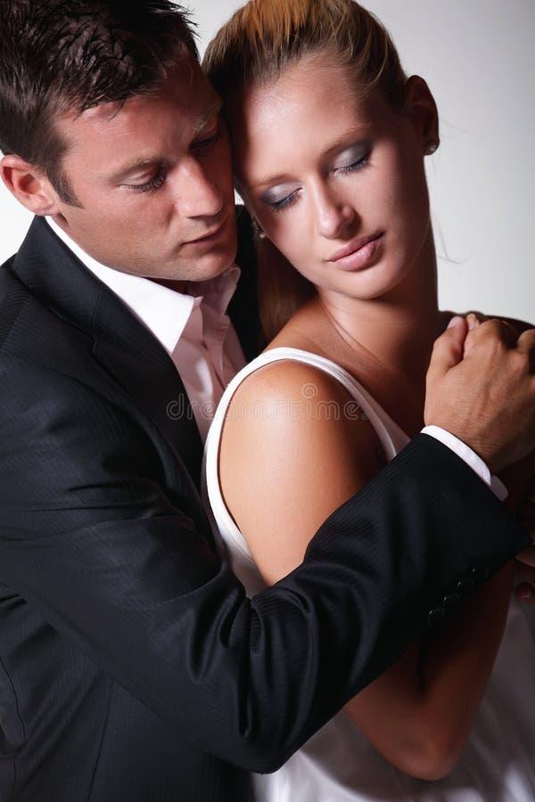 Jeunes couples attrayants photographie stock