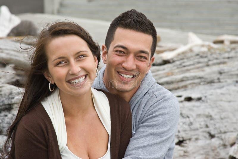 Jeunes couples beaux image stock