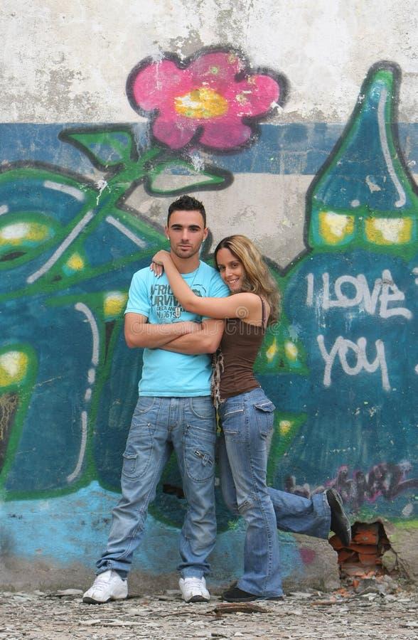 Jeunes couples beaux photos libres de droits