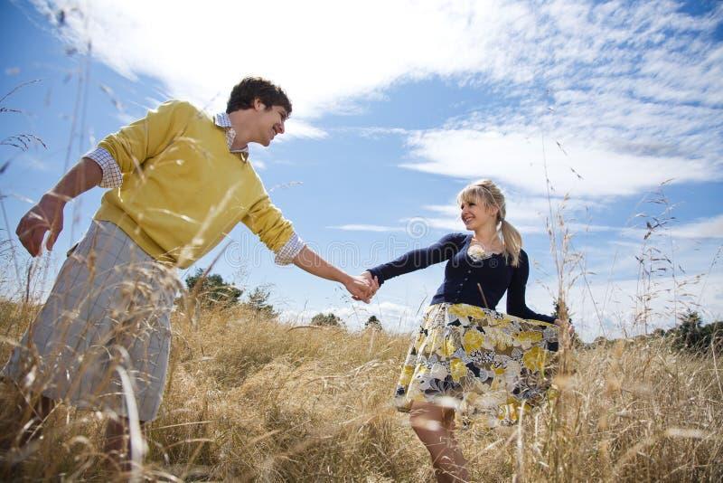 Download Jeunes Couples Caucasiens Dans L'amour Photo stock - Image du amusement, loisirs: 8663582
