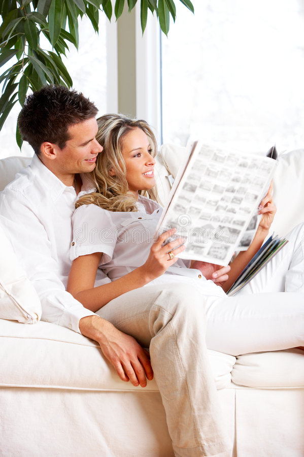 Jeunes couples d'amour image libre de droits