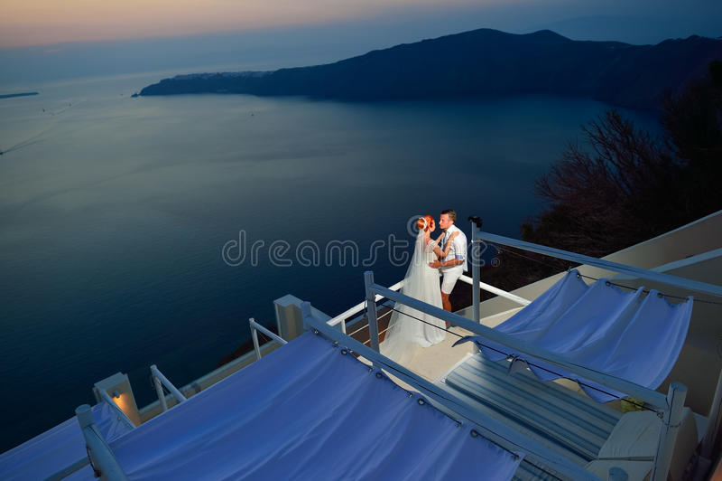 Jeunes couples de mariage photos libres de droits