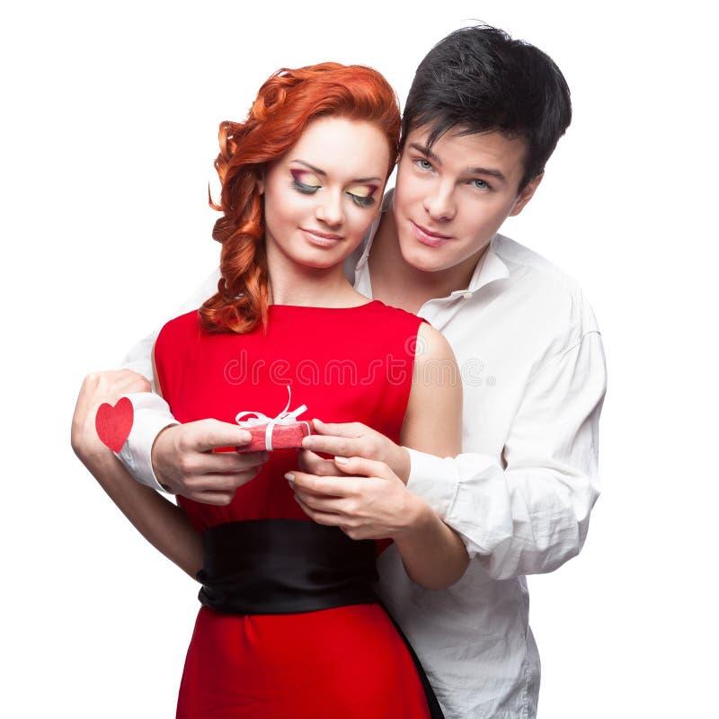 Jeunes couples de sourire le jour de valentines image stock