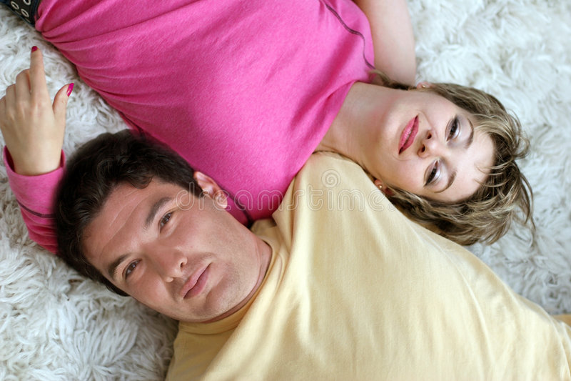Jeunes couples doux photos stock