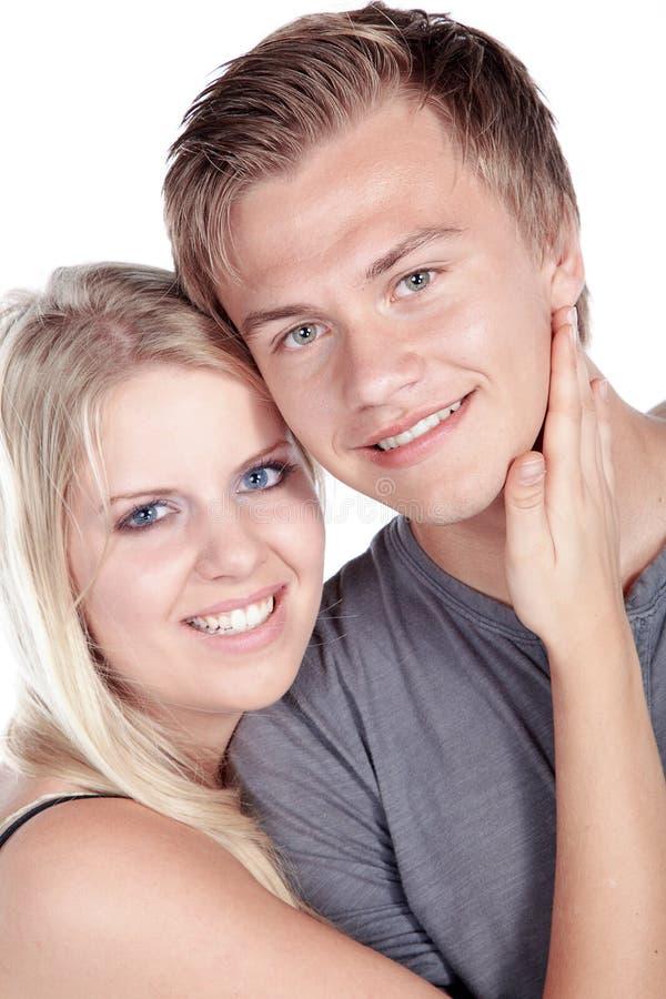 Jeunes couples embrassant et riant images stock