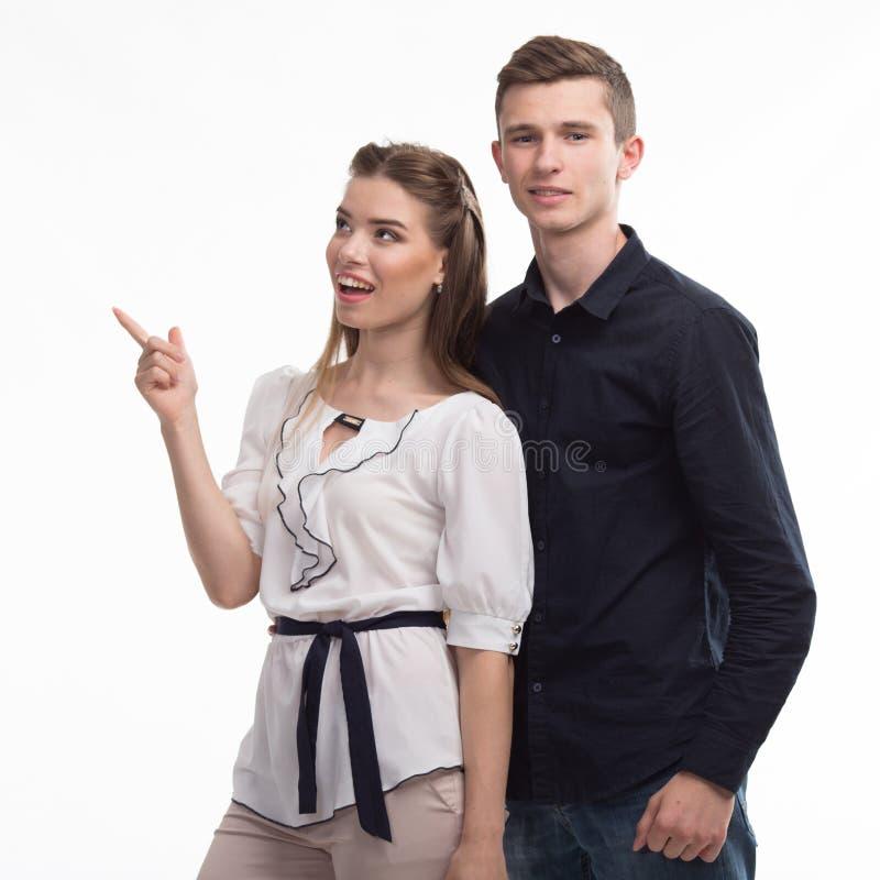 Jeunes couples heureux montrant à la main photo libre de droits