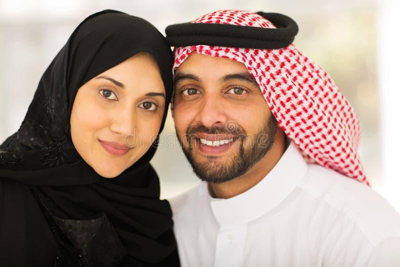 Jeunes couples musulmans photographie stock