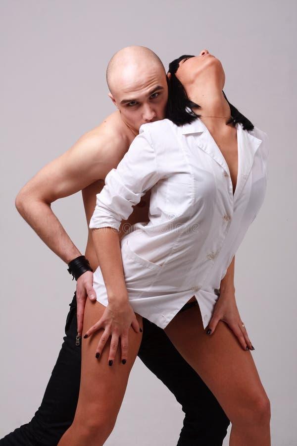 Download Jeunes couples passionnés image stock. Image du humain - 8663827