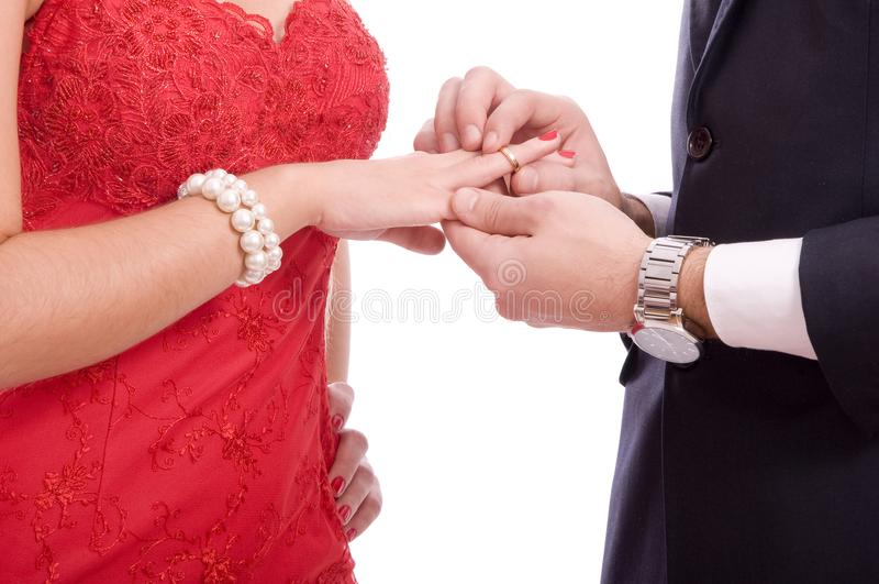 Jeunes couples réussis sur le fond blanc images libres de droits