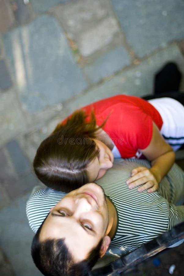 Jeunes couples romantiques photos stock