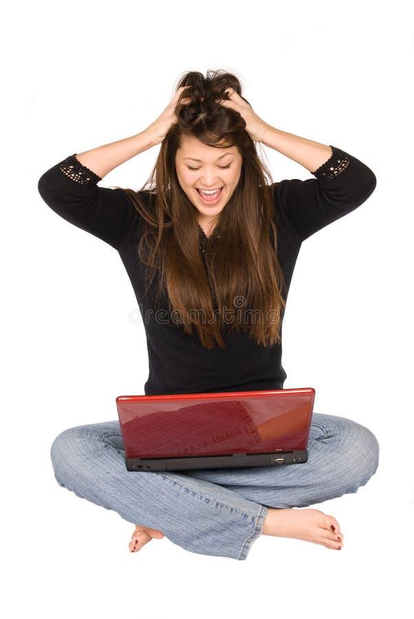 jeunes de femme d'ordinateur portatif images stock