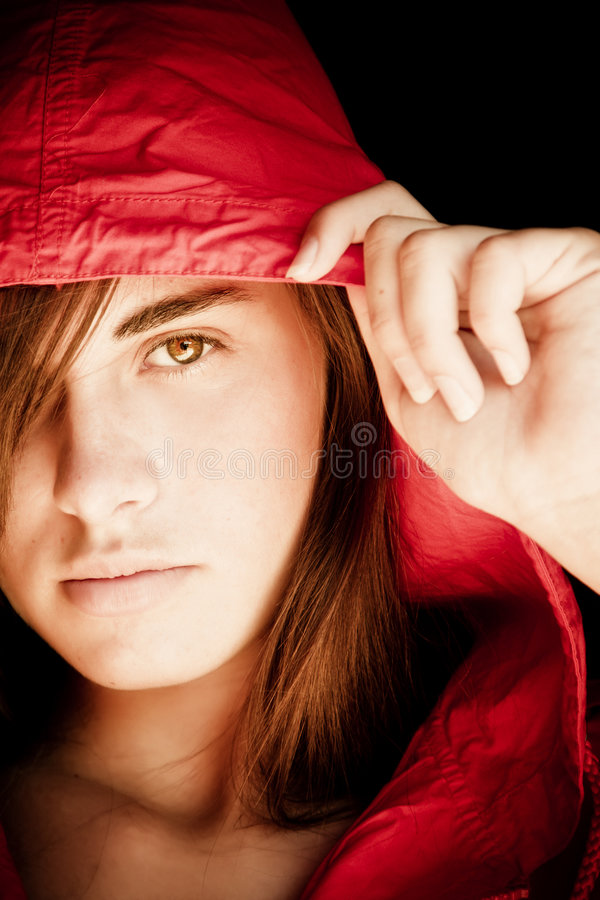 jeunes de femme de regarder d'appareil-photo photos stock
