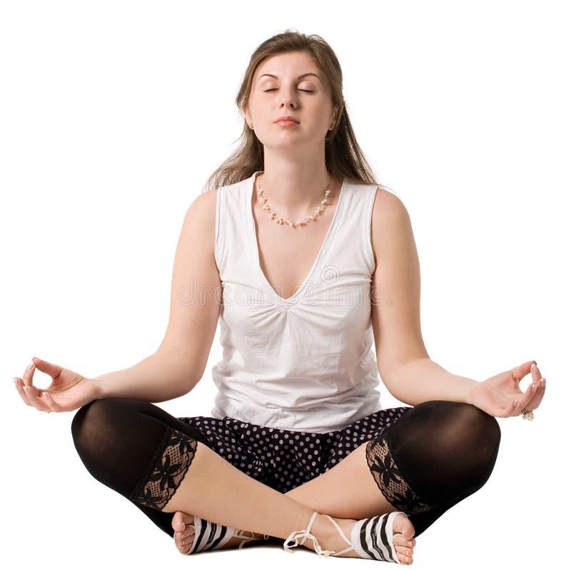 jeunes de pratique de yoga de femme photographie stock libre de droits