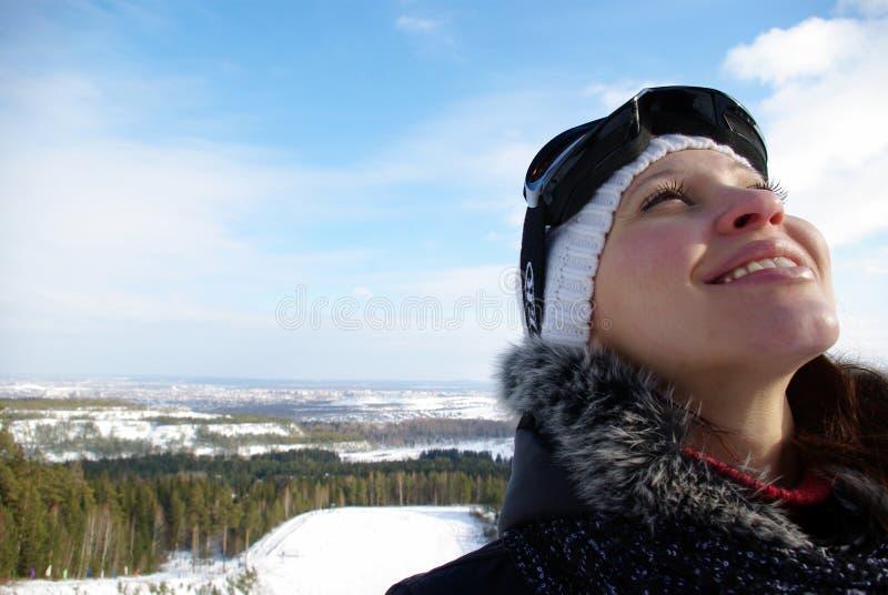 jeunes de sourire de ski de ressource de fille photo stock
