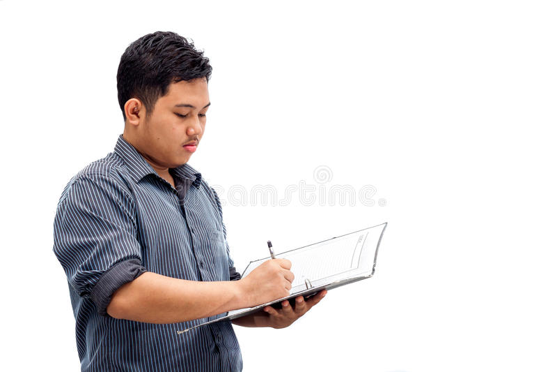 Jeunes documents de signature d'homme d'affaires photographie stock libre de droits