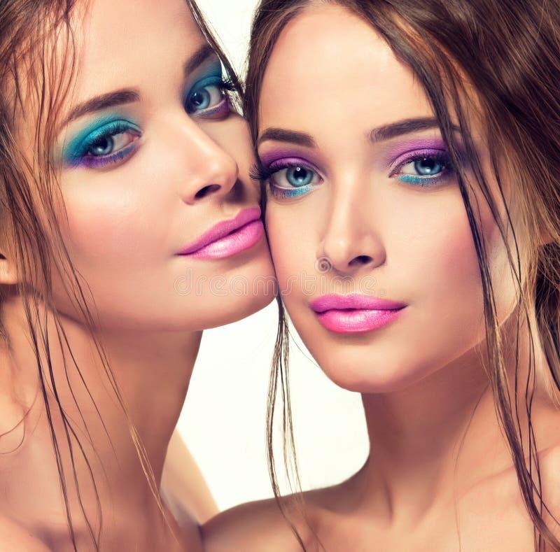 Jeunes et magnifiques jumeaux Double portret images libres de droits