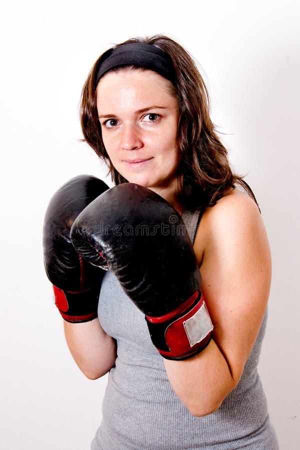 Jeunes femmes de boxe photographie stock libre de droits