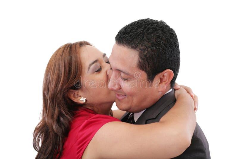 Femme embrassant son ami photo stock