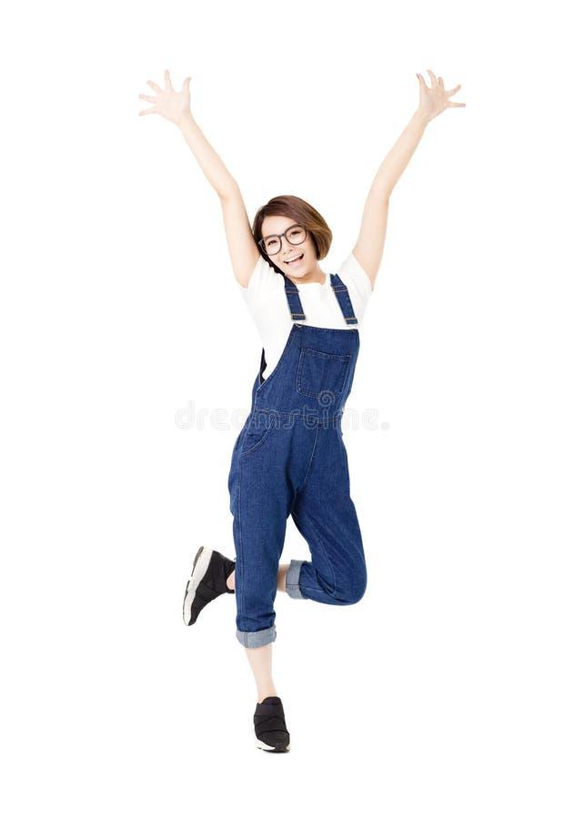 Jeunes femmes enthousiastes heureuses avec des bras prolongés images libres de droits