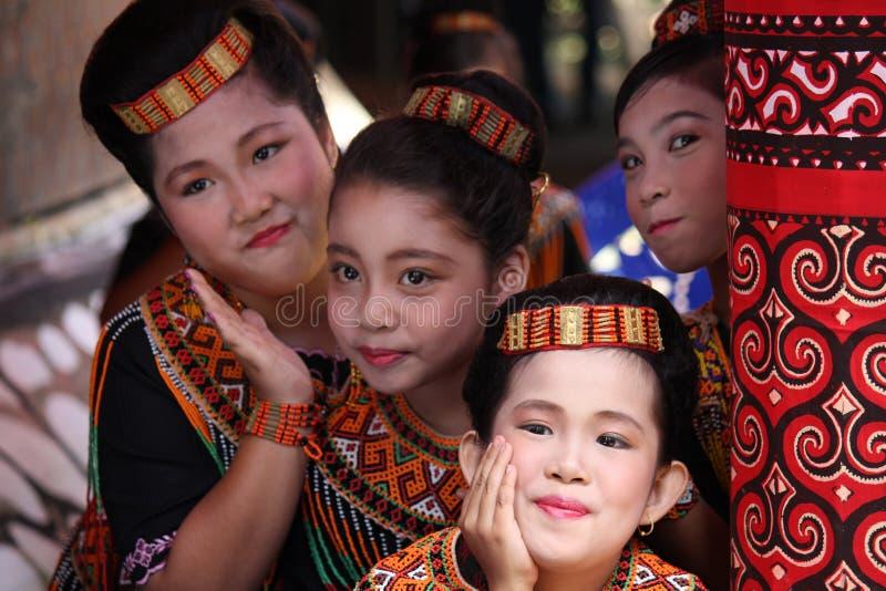 Jeunes filles à la cérémonie funèbre de Toraja images stock