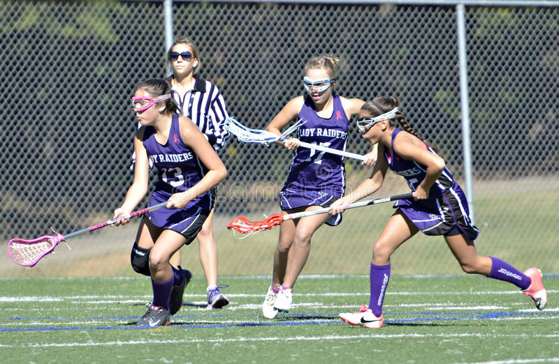 Jeunes filles jouant la lacrosse photos stock