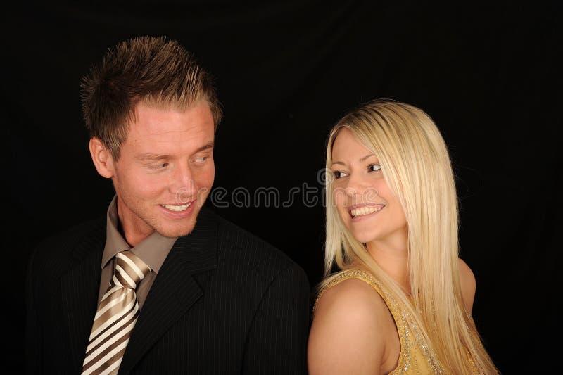 jeunes heureux de couples images libres de droits