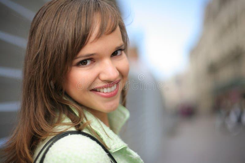 jeunes heureux de femme image stock