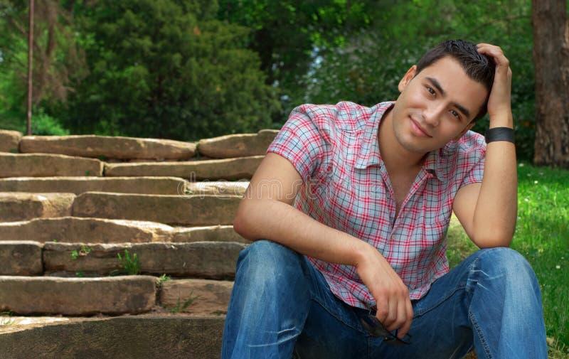 Jeunes hommes photographie stock libre de droits