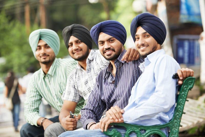Jeunes hommes sikhs indiens adultes photographie stock libre de droits