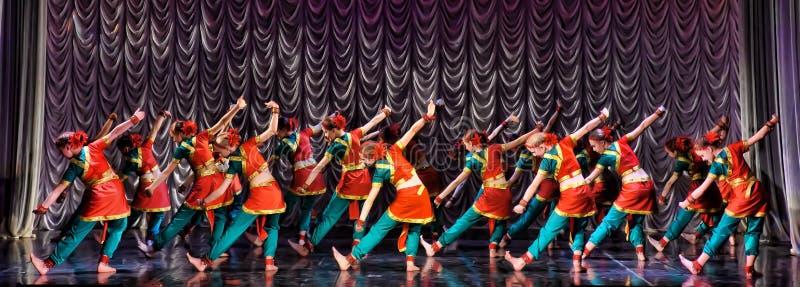 jeunes indiens de femme blanc de danse de fond photos stock