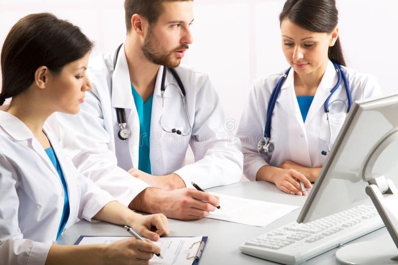 Jeunes médecins photos stock