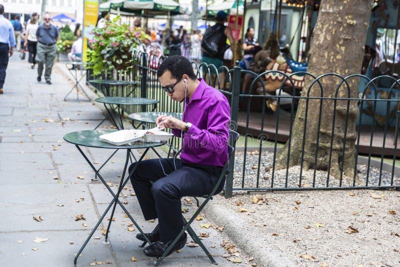 Jeunes mangeurs d'hommes à New York City, Etats-Unis image libre de droits