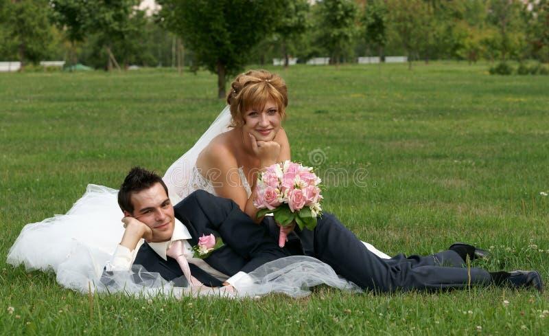Jeunes mariée et marié photo stock