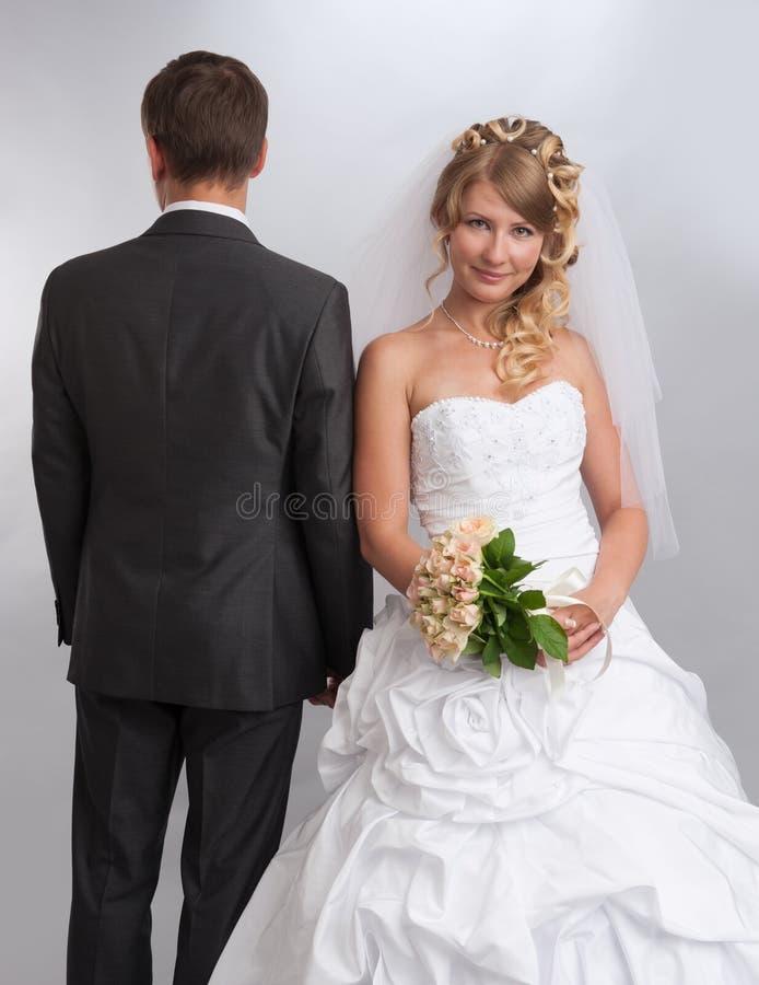 Jeunes mariés photographie stock libre de droits