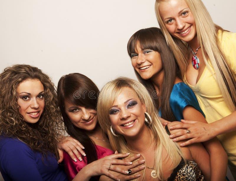 Jeunes modèles dans la robe colorée photo stock