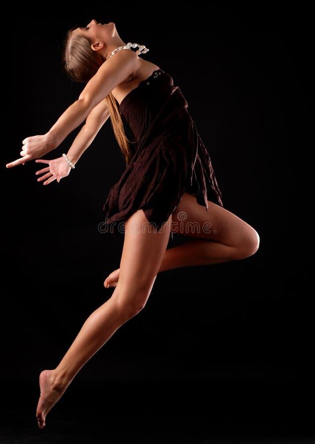 Download Jeunes Noirs De Femme De Robe Photo stock - Image du beauté, mouvement: 8661154