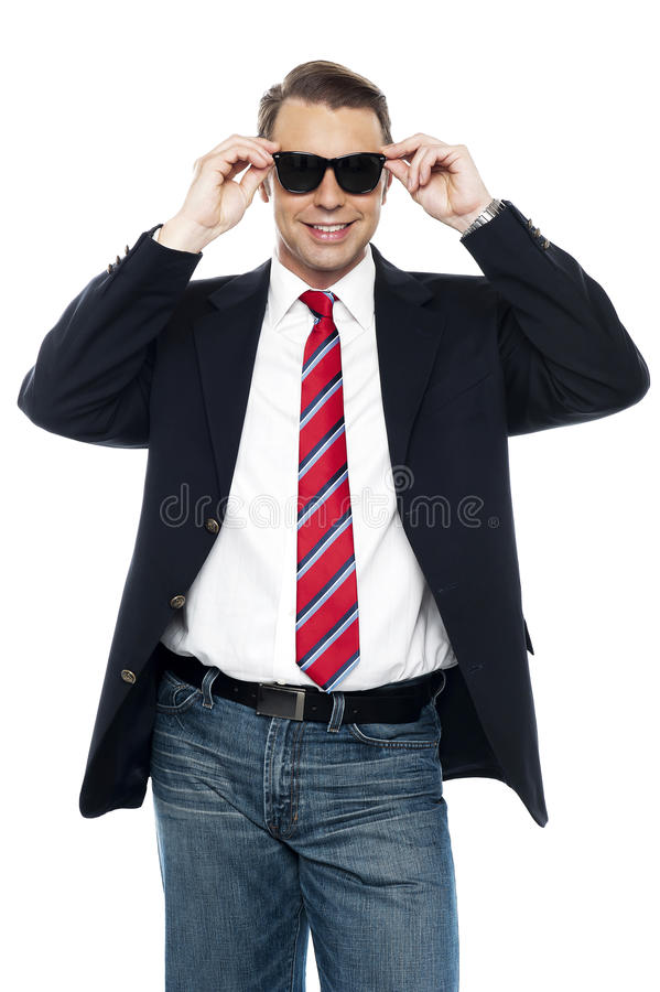 Jeunes nuances de fixation d'accomplisseur d'affaires dans le type photos libres de droits