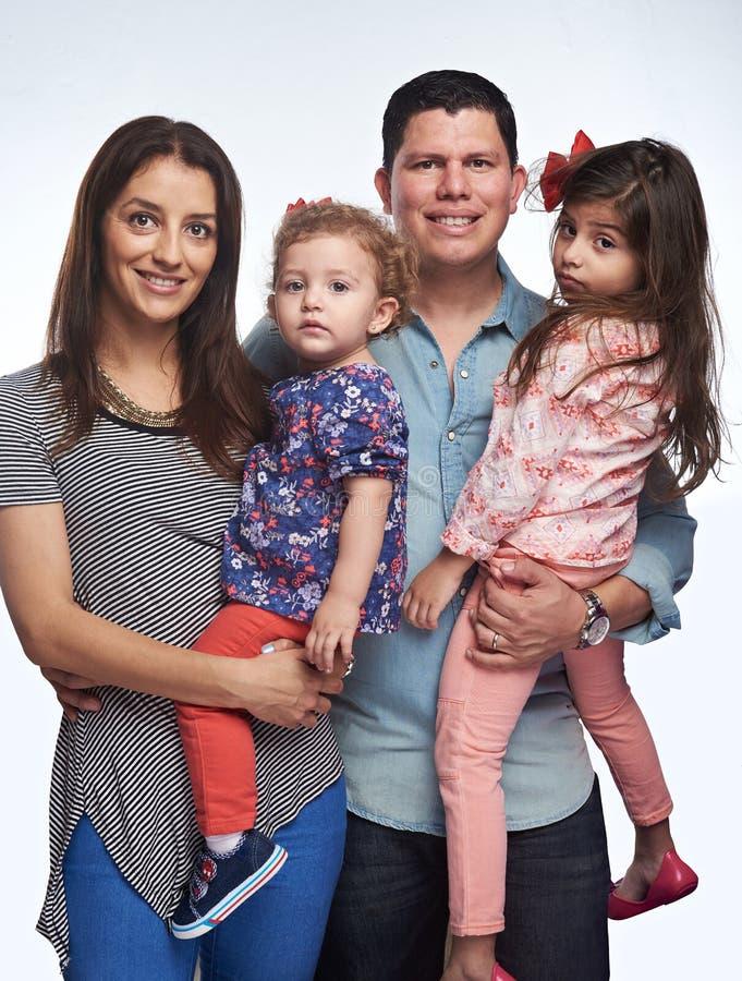 Jeunes parents heureux photos libres de droits