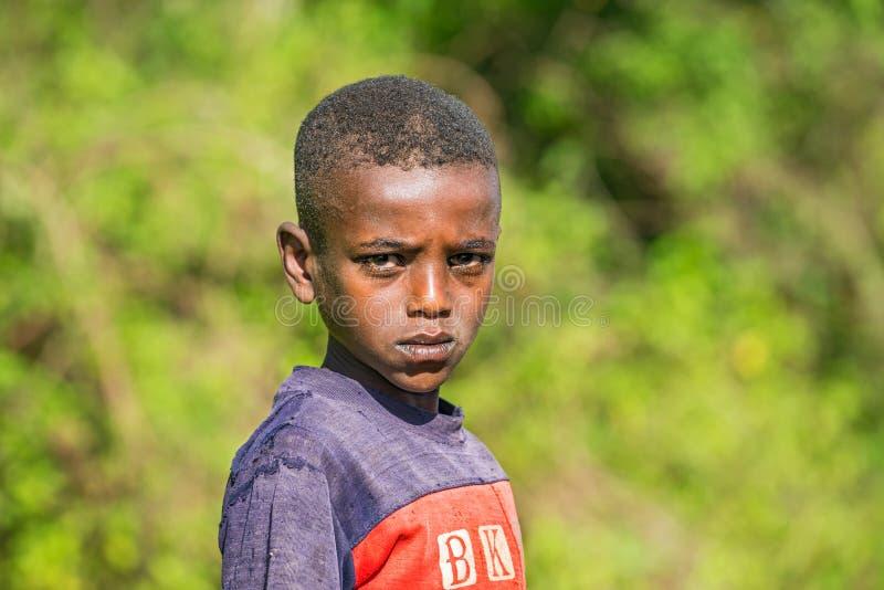 Jeunes poses éthiopiennes de garçon pour un portrait photographie stock libre de droits