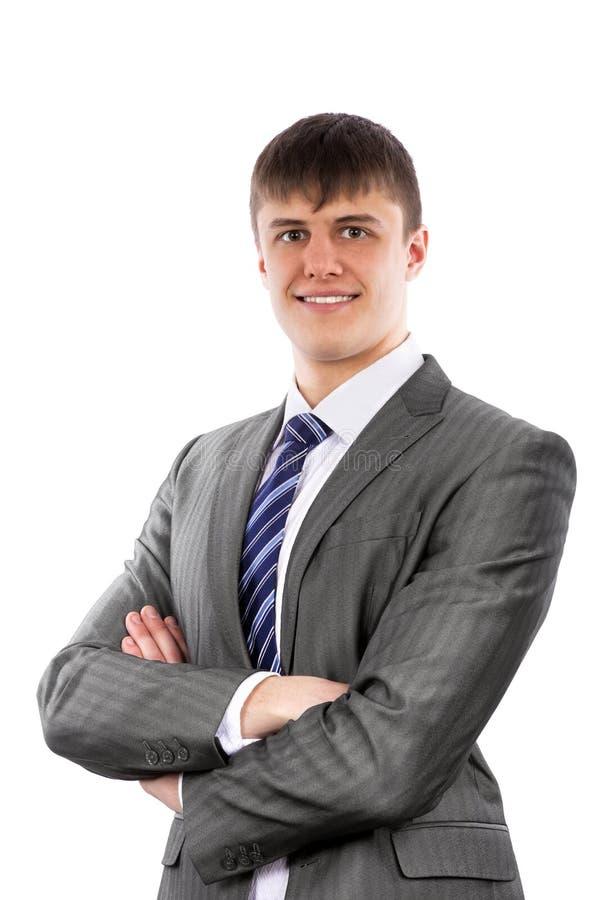 Jeunes poses d'homme d'affaires avec confiance avec les bras croisés photos stock