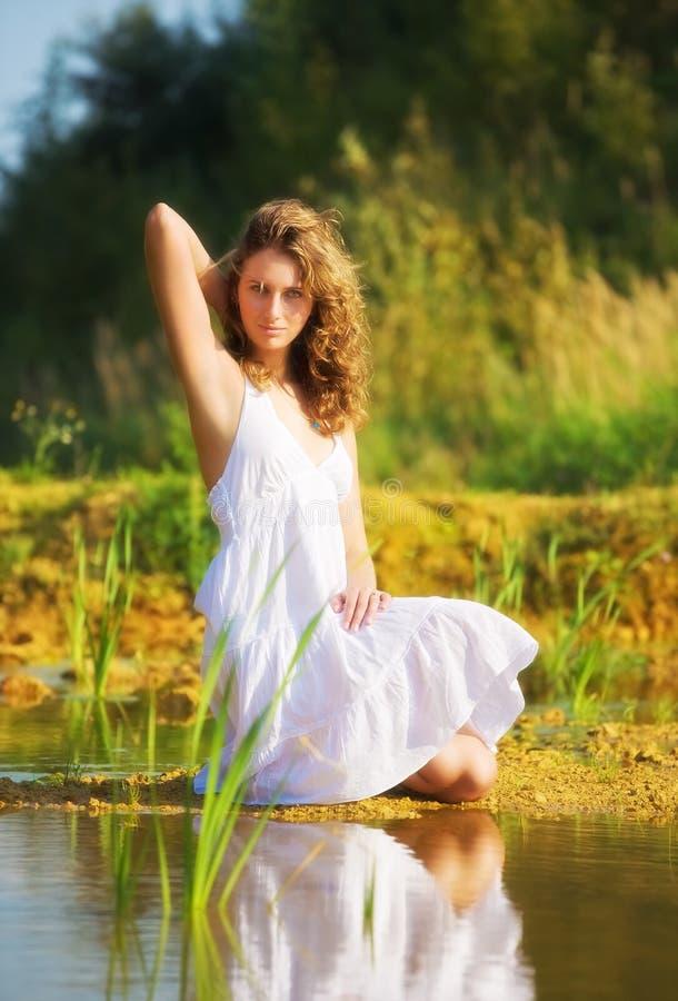 jeunes romantiques de femme image libre de droits