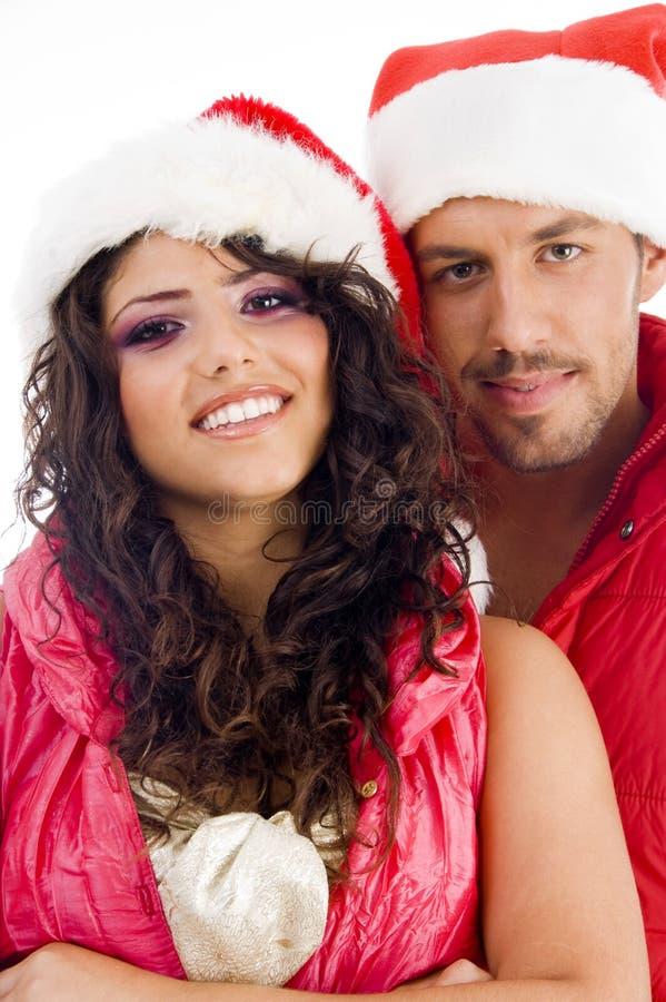 jeunes s'usants de Noël de chapeau amoureux de couples images stock