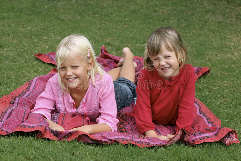 Jeunes soeurs photos libres de droits