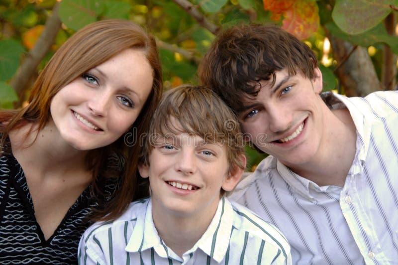 Jeunes visages de sourire photographie stock libre de droits