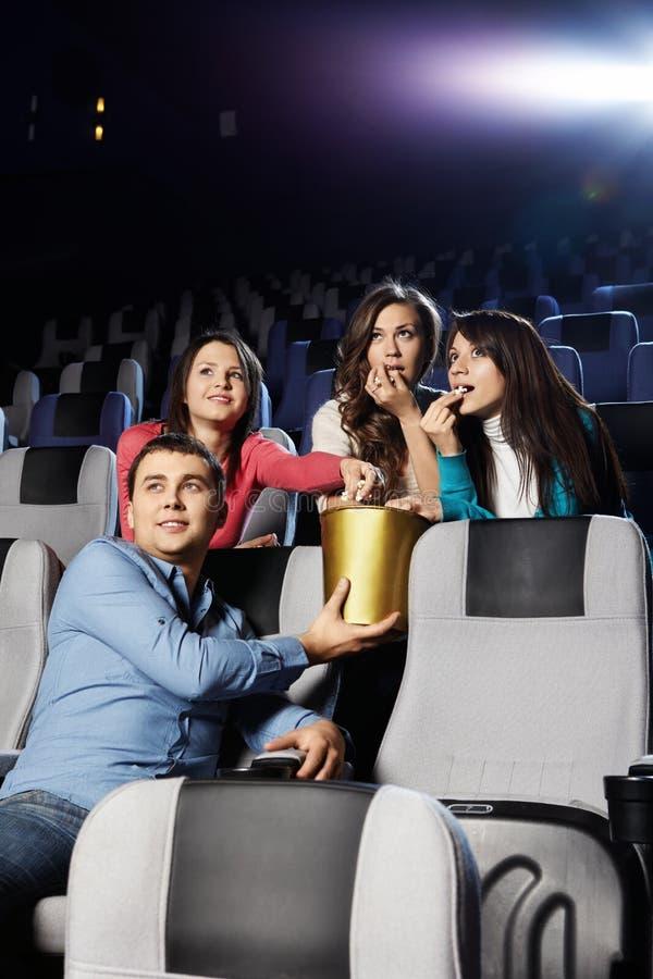 Jeunesse au cinéma images libres de droits