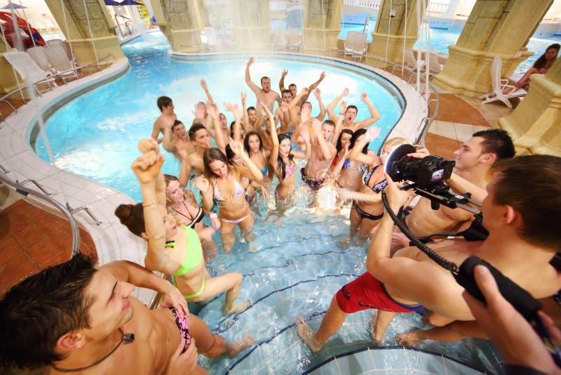 Jeunesse de danse au tir de la vidéo images stock