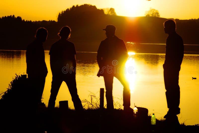 Jeunesse sur le lac photo stock