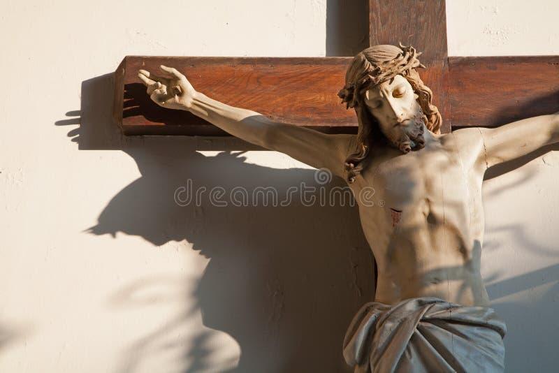 Jeusus na krzyżu w przedsionku kościół w Wiedeń obraz royalty free