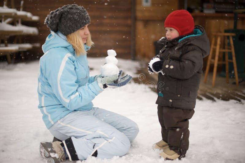Jeux dans la neige photo libre de droits